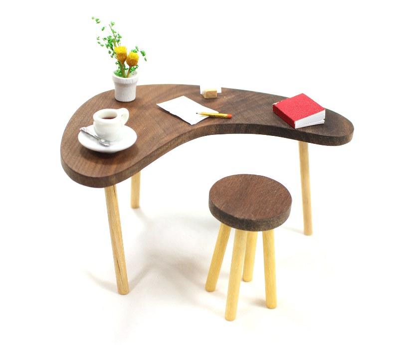 Boomerang Desk