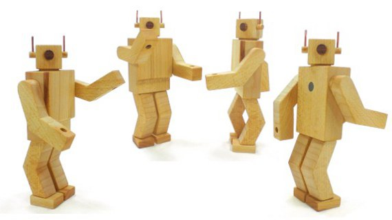 Happy-Bunglaow-wood-retro-robot-toy-MODEL-80-beech-alt008-570